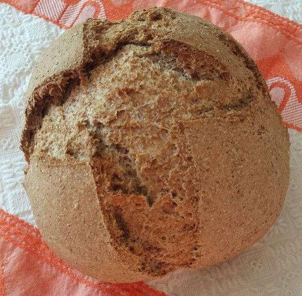 Piccolo pane fatto in casa con lievito madre
