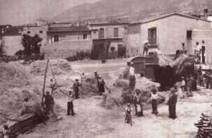 Immagine di trebbiatura negli anni '30