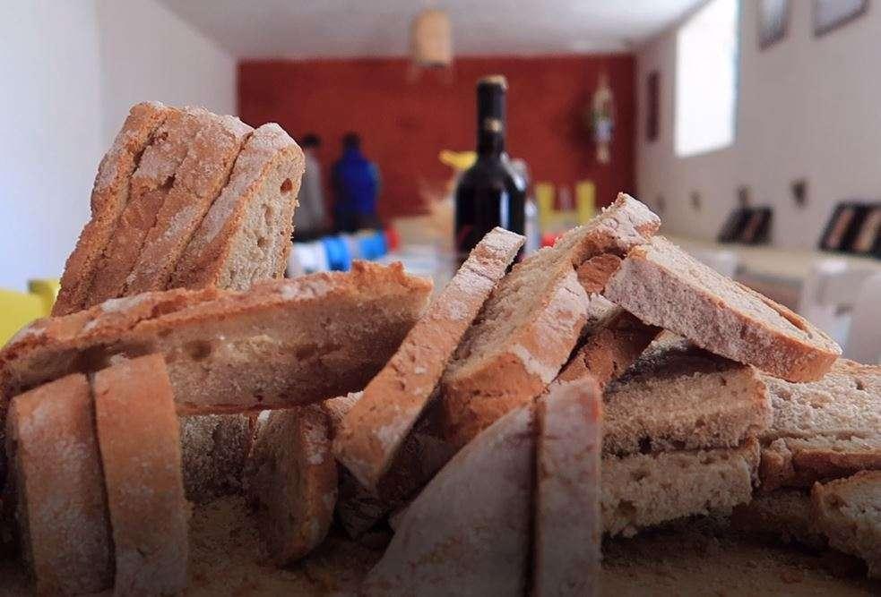 Primo piano sul pane preparato a Tularù
