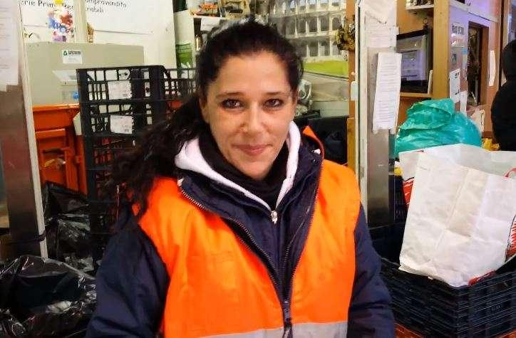 Silvia Cavaniglia al lavoro al Mercato Trionfale a Roma