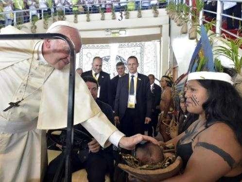Papa Francesco incontra alcune comunità indigene dell'Amazzonia