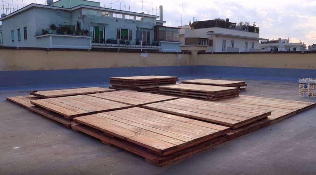 Prova di posa della copertura in legno per il lastrico solare del CIMI
