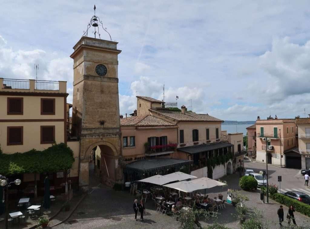 Il centro storico di Trevignano Romano affacciato sul lago di Bracciano