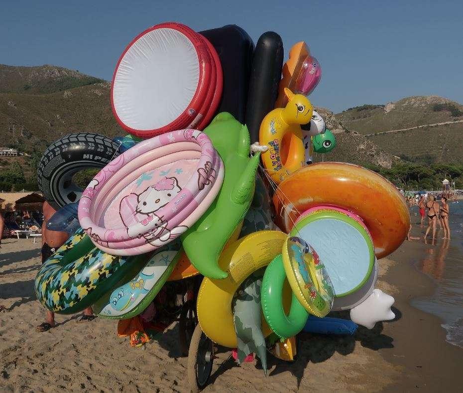 Anche i giocattoli gonfiabili stanno contribuendo alla diffusione della plastica
