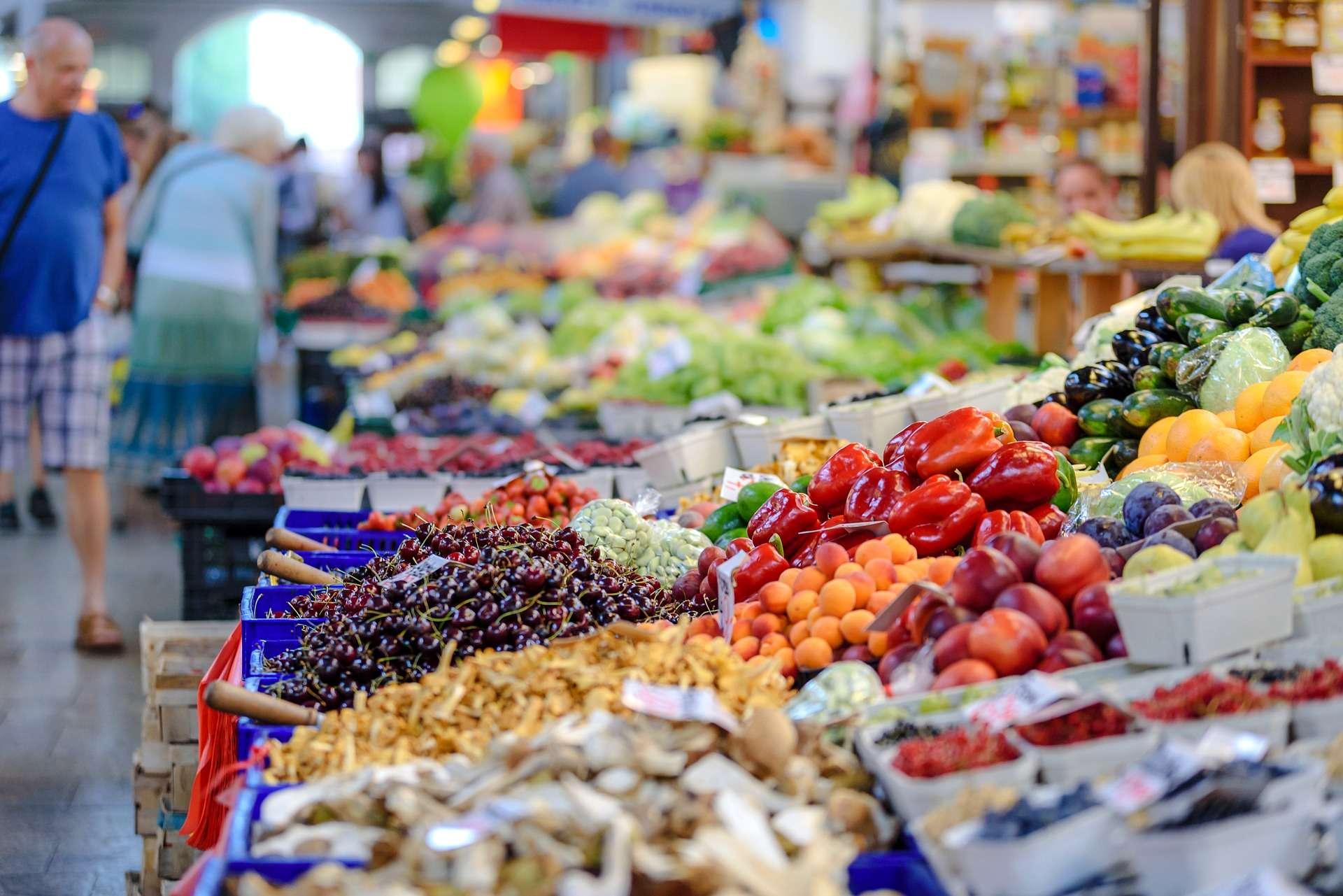 Un mercato pino di prodotti